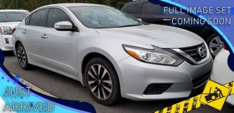 Pre-Owned 2018 Nissan Altima 2.5 SV With Navigation