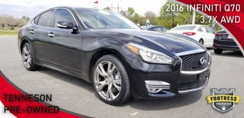 Pre-Owned 2016 INFINITI Q70 3.7X With Navigation & AWD